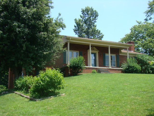 910 Walker St, Ronceverte, WV 24970